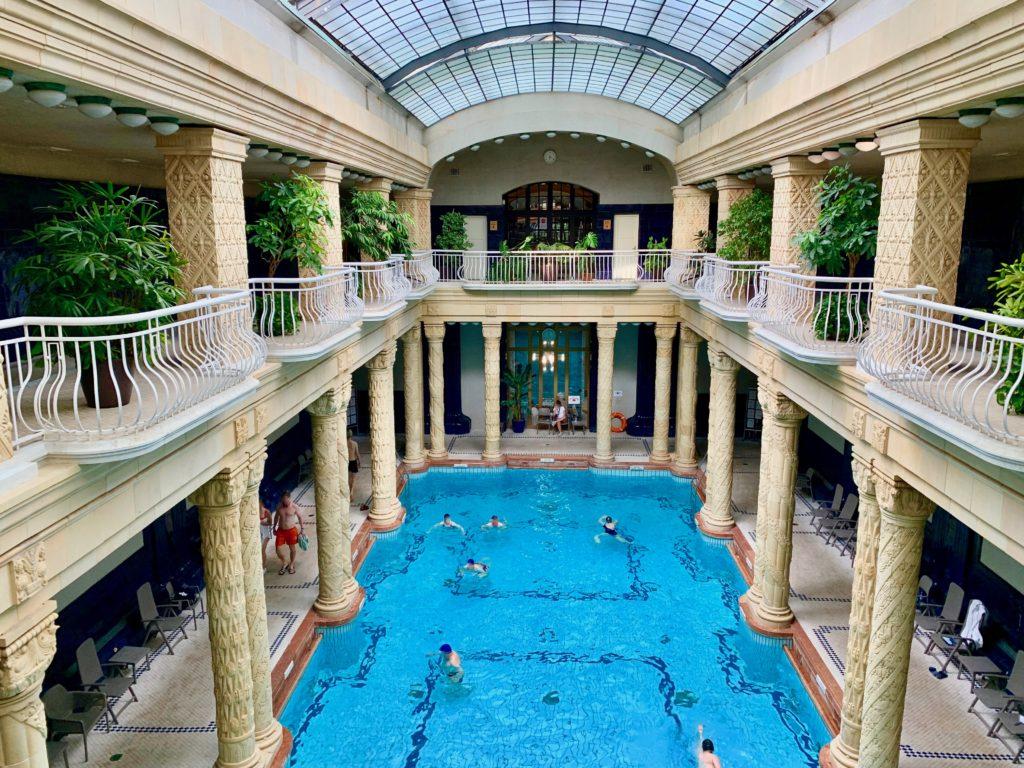 ゲッレールト温泉のメイン浴場