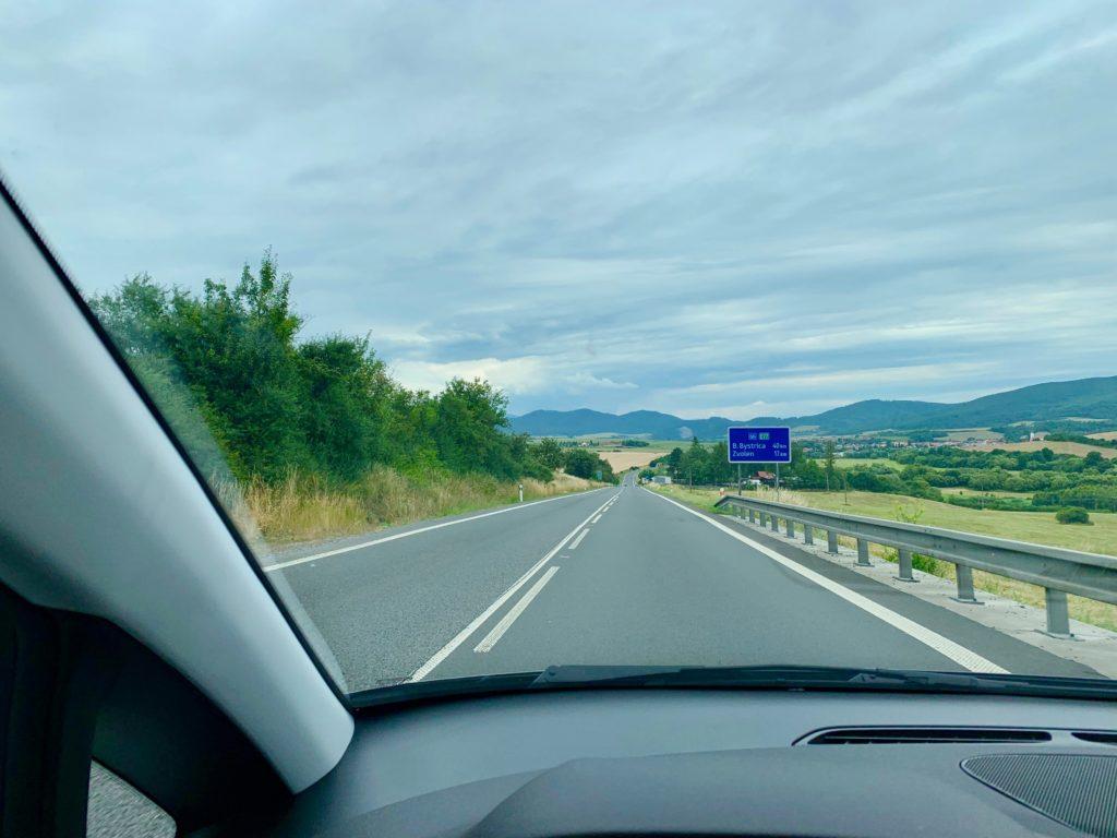 スロヴァキアの高速道路をドライブ
