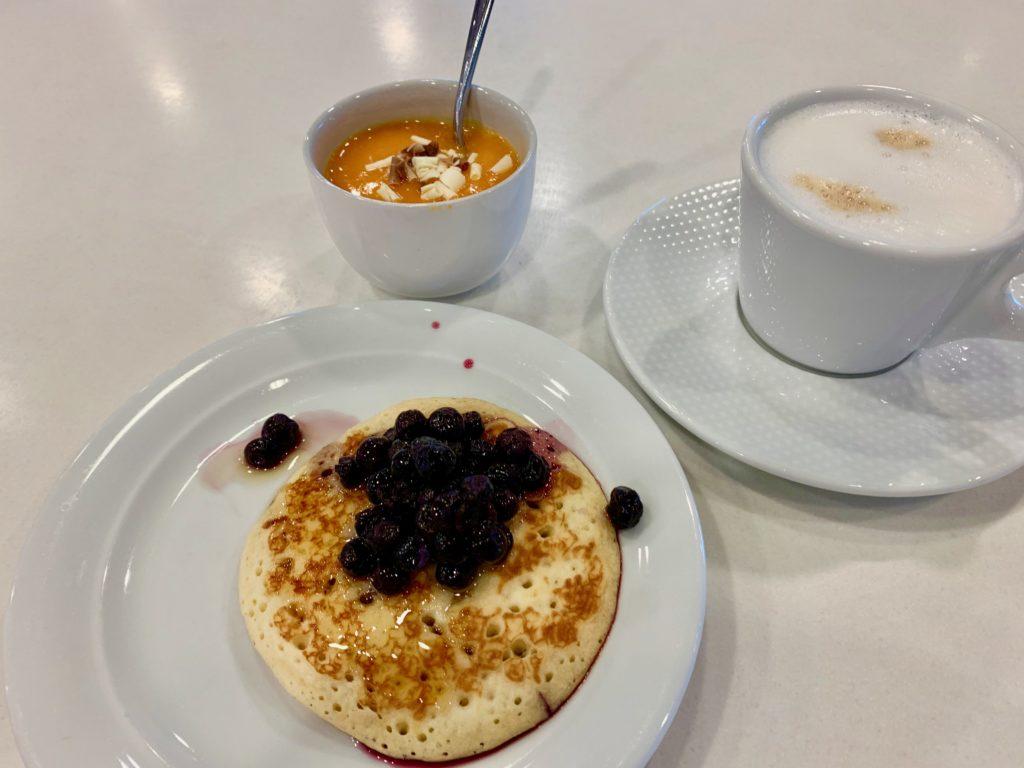 カフェラテとパンケーキとパンプキンムース