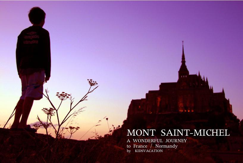 世界遺産モンサンミッシェルの夕焼けを眺める小学6年生の次男