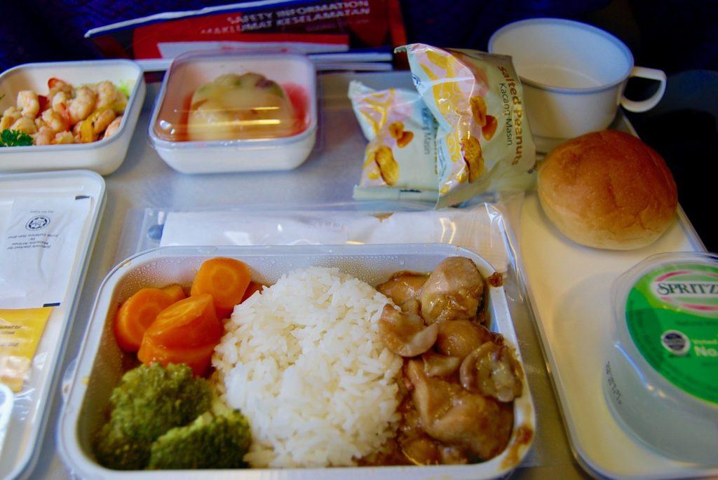 コタキナバルから成田へ向かう飛行機で食べた機内食