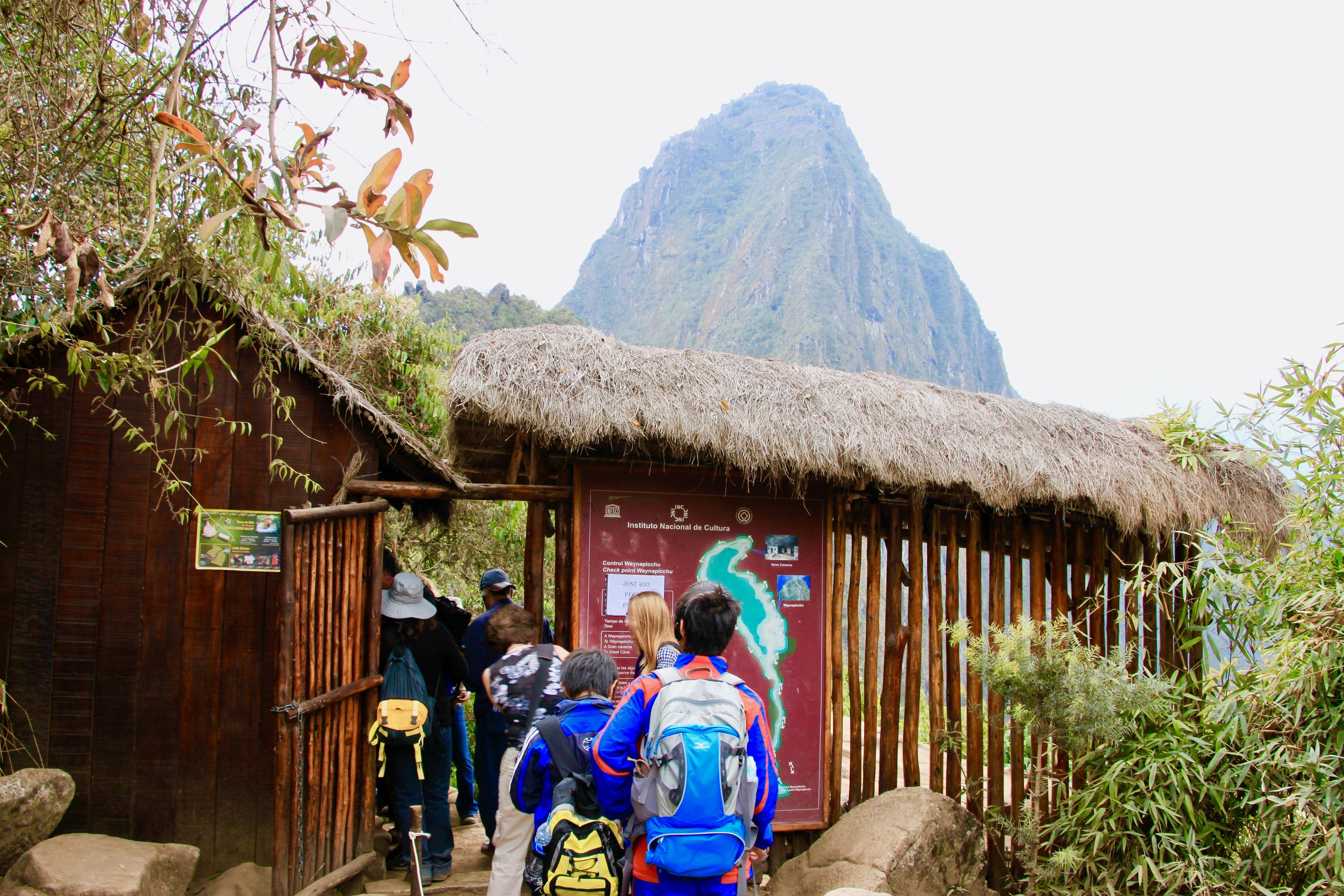 ワイナピチュ登山ゲートの入り口