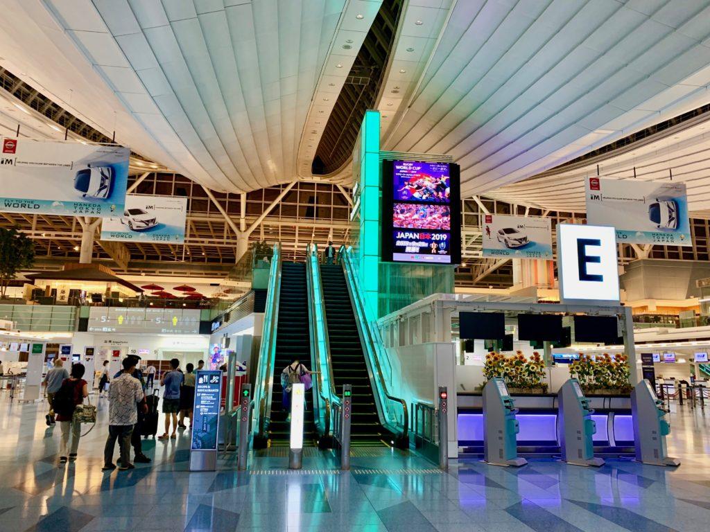 羽田空港第3ターミナルの出発ロビー