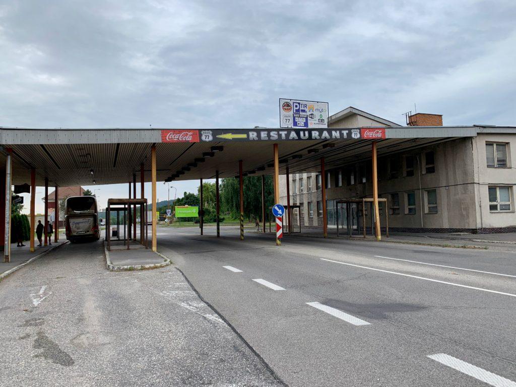 ハンガリー〜スロバキアの国境にあるトールゲートのような国境検問所跡の建物
