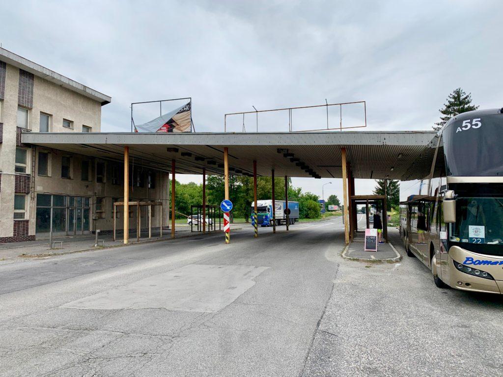 ハンガリー側から見たハンガリー〜スロバキアの国境と検問所跡