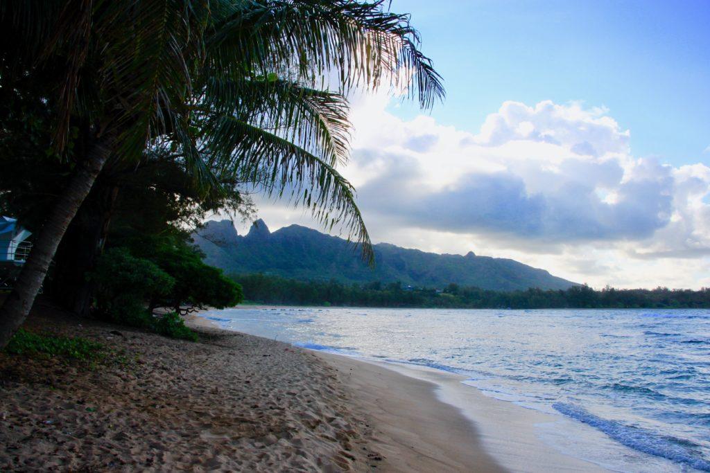 人のいない静かな砂浜