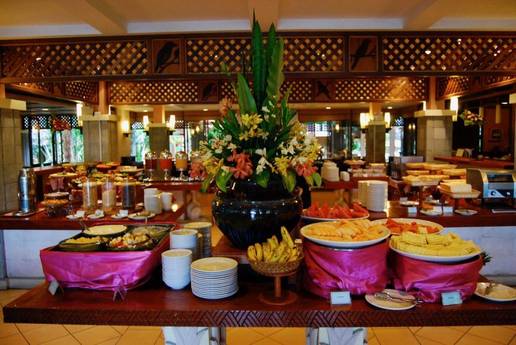 メルリンリゾートのメインダイニング「トロピカルガーデン」の朝食ビュッフェ