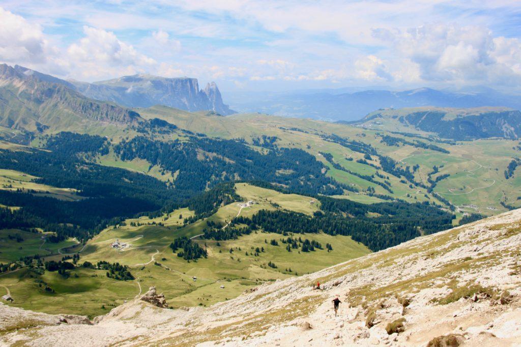 サッソピアット中腹から見えるシウジ高原の景色