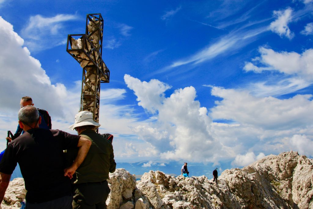 サッソピアット山頂の十字架
