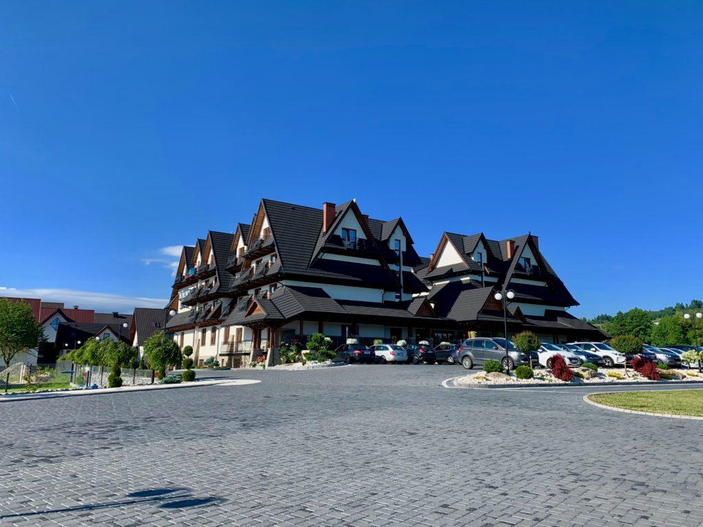ザコパネ郊外にあるホテルの外観