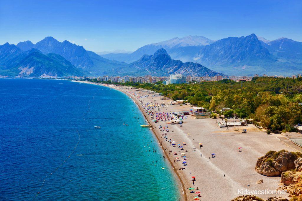 アンタルヤの美しいビーチ
