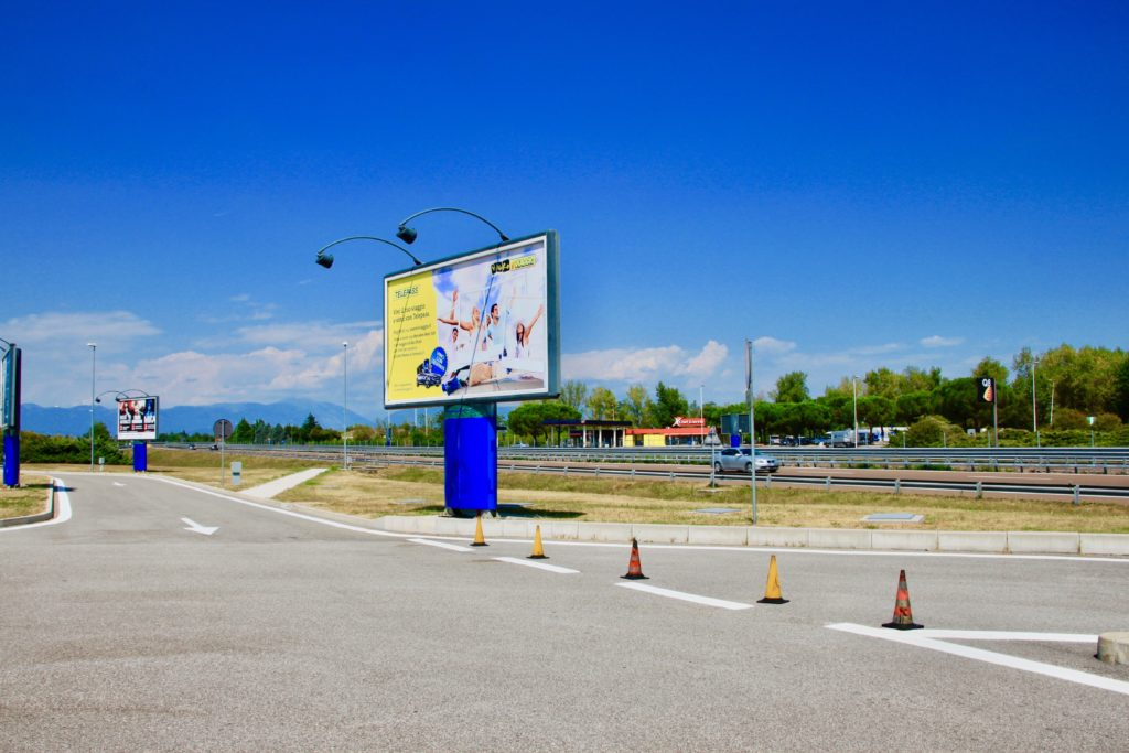高速道路のサービスエリア