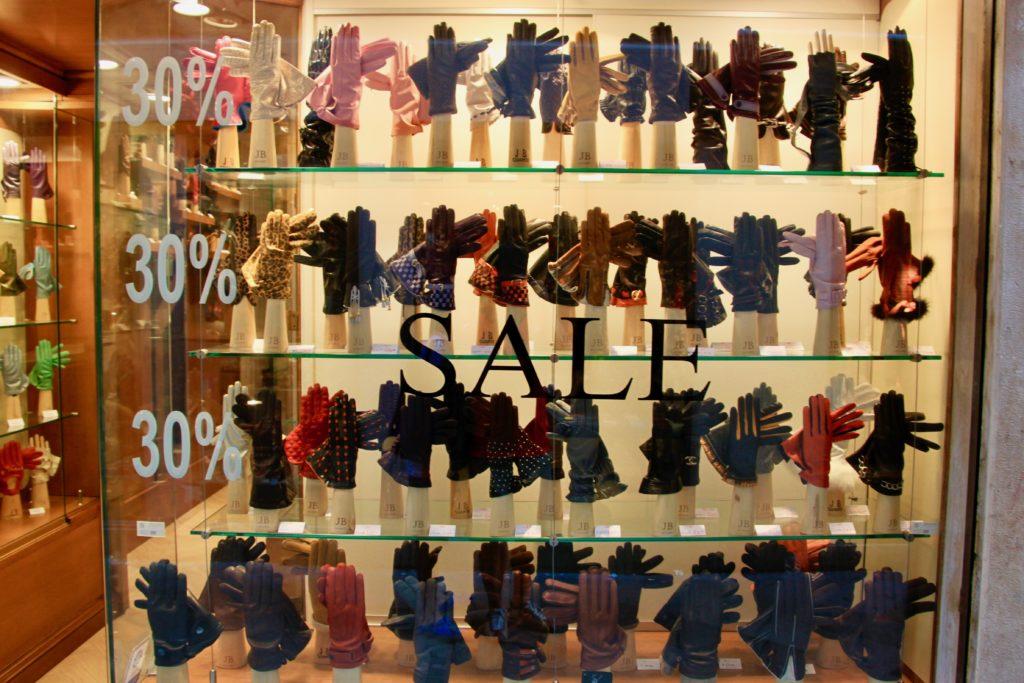手袋屋の店頭