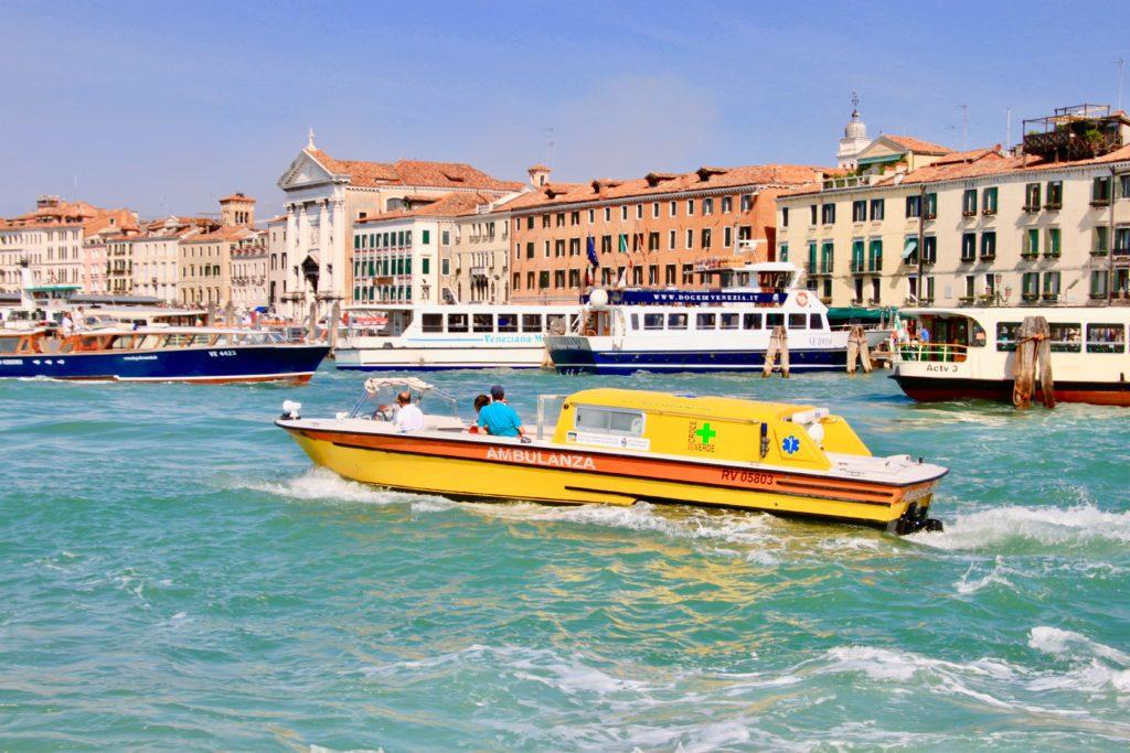 ベネチアの水上救急船