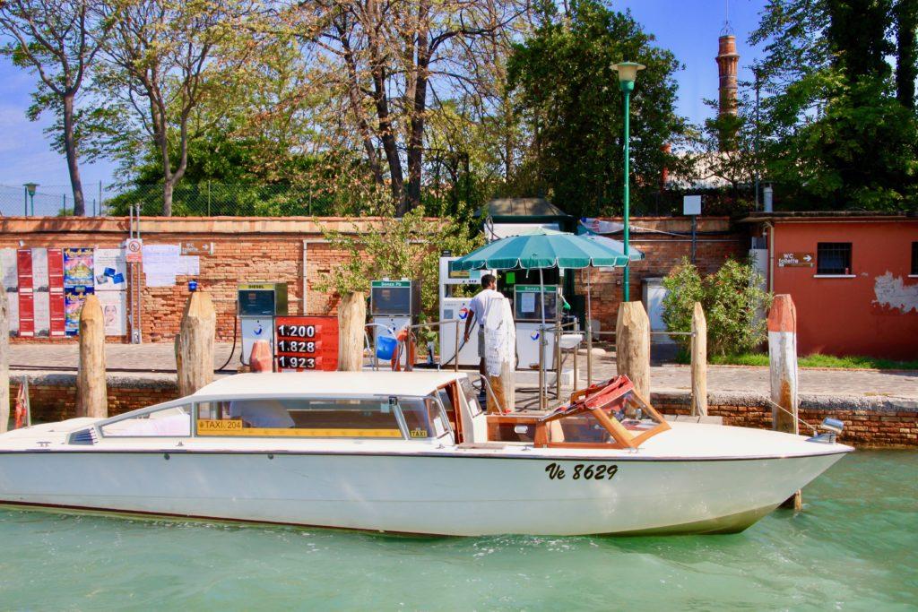 ムラーノ島の船用ガソリンスタンド