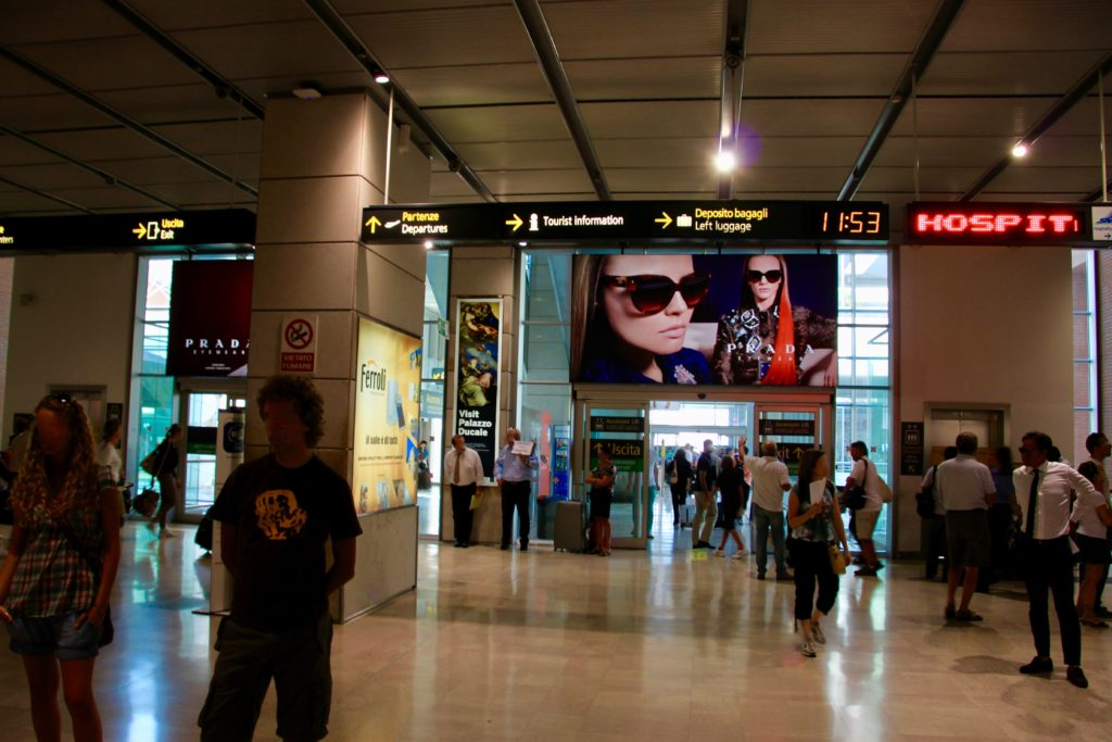 マルコポーロ空港のターミナル