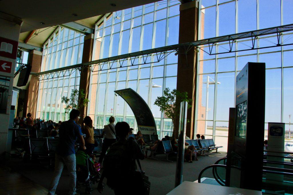ベネチア・テッセラ国際空港の出発ターミナル