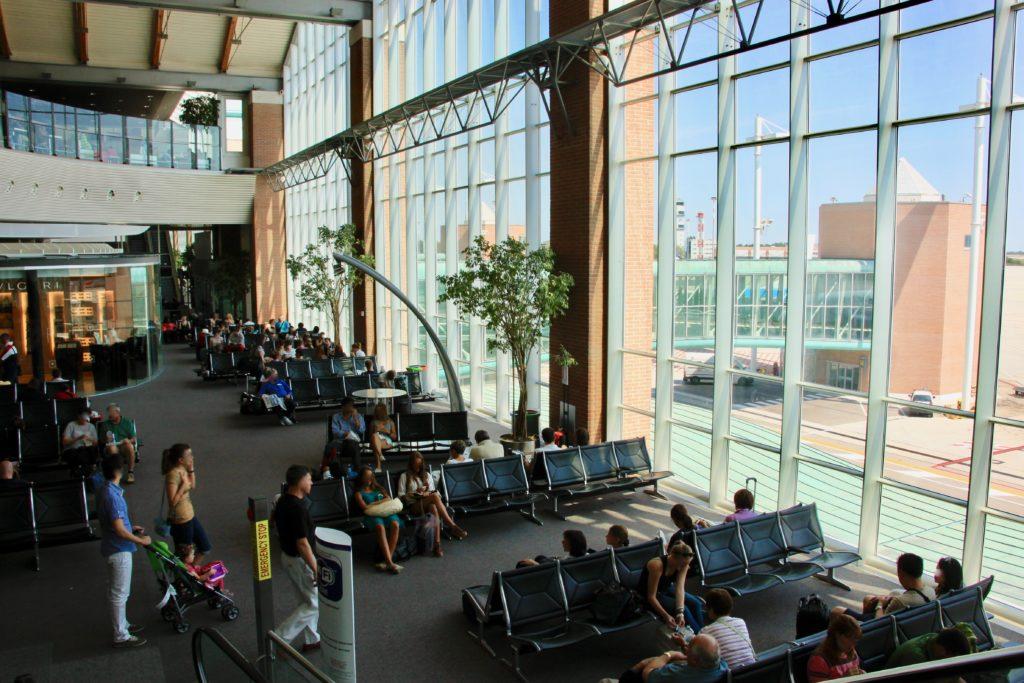 ベネチア・マルコポーロ空港の到着ロビー