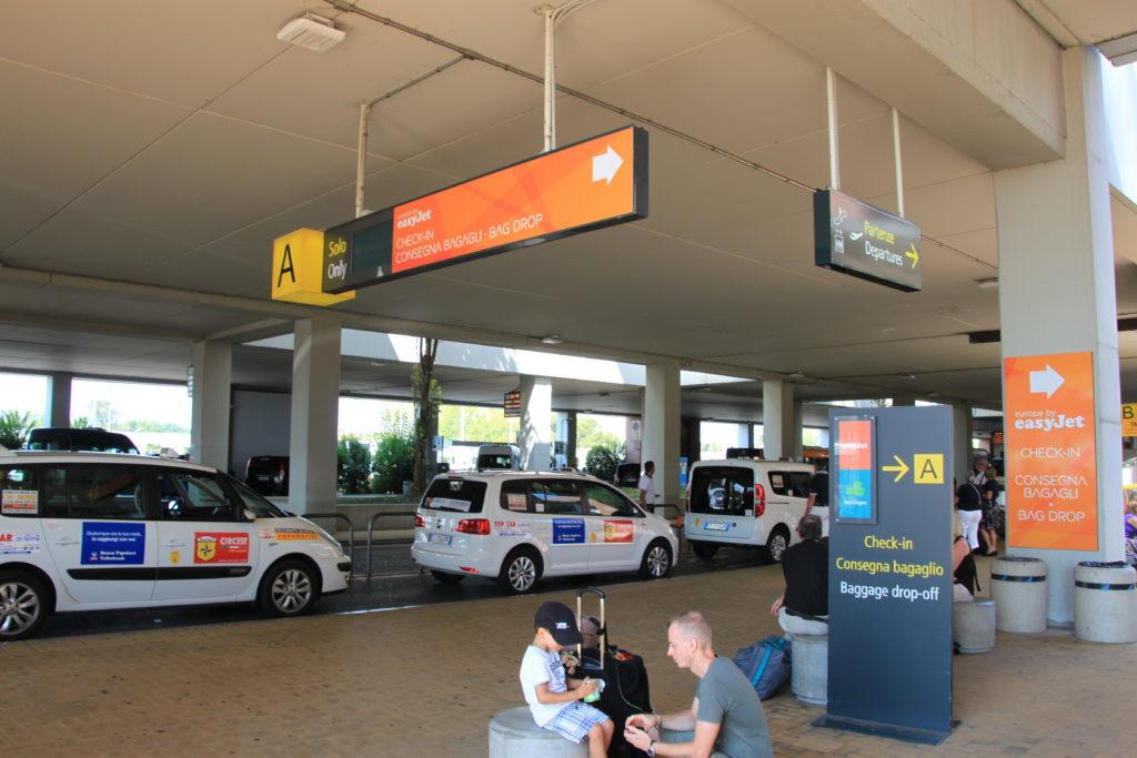 ベネチア空港のタクシー乗り場