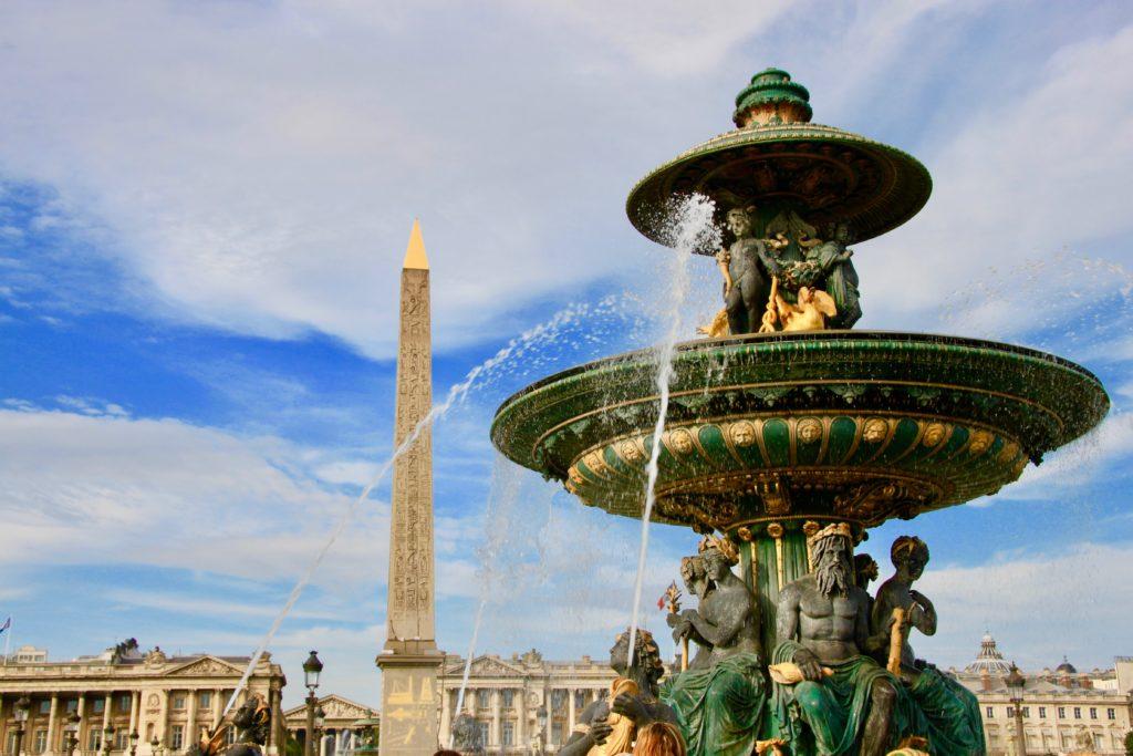 コンコルド広場の噴水とオベリスク