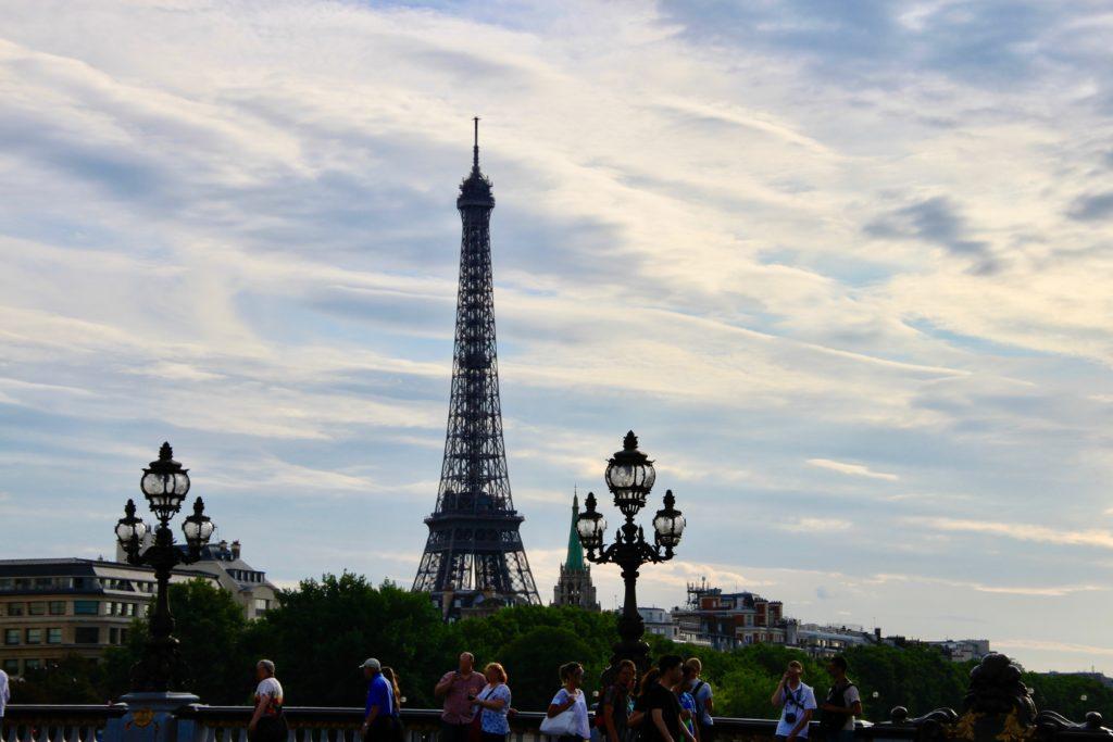 橋の上から見るエッフェル塔