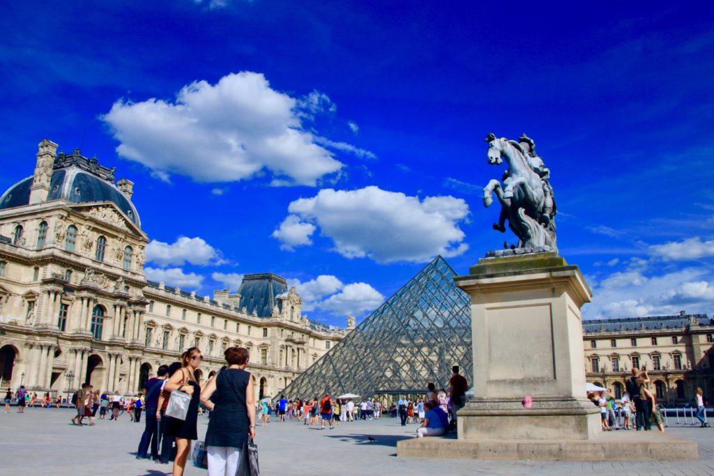ルーブル美術館とガラスのミラミッド