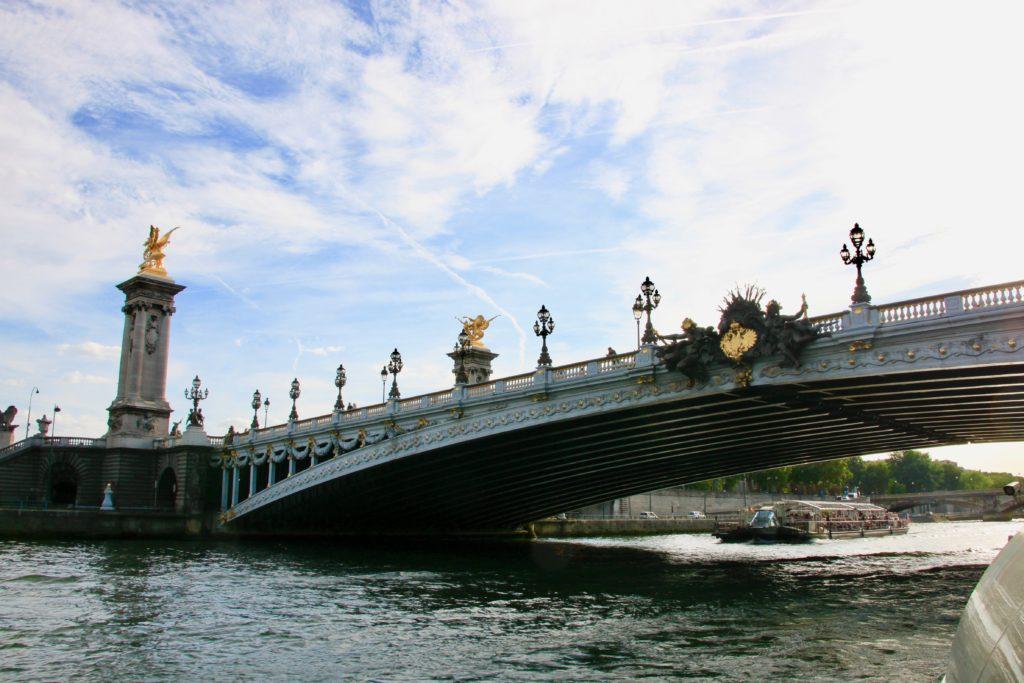 セーヌ河から見上げたアレクサンドル3世橋