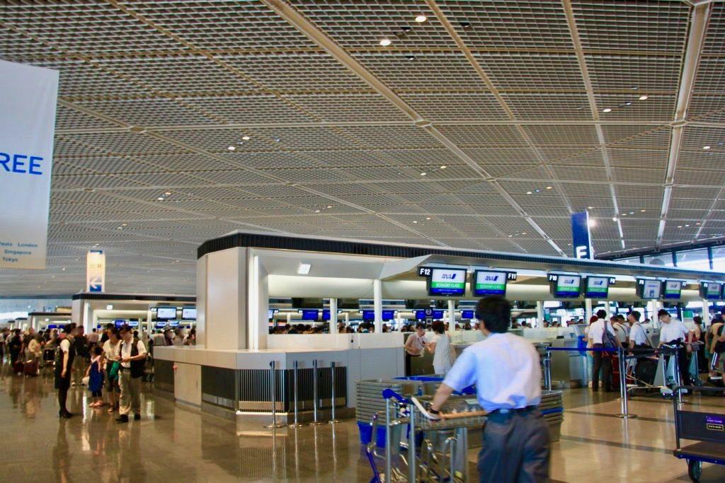成田空港第2ターミナルビルの出発フロア
