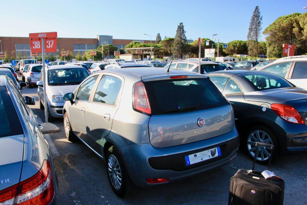 ベネチア空港で借りたレンタカーとご対面