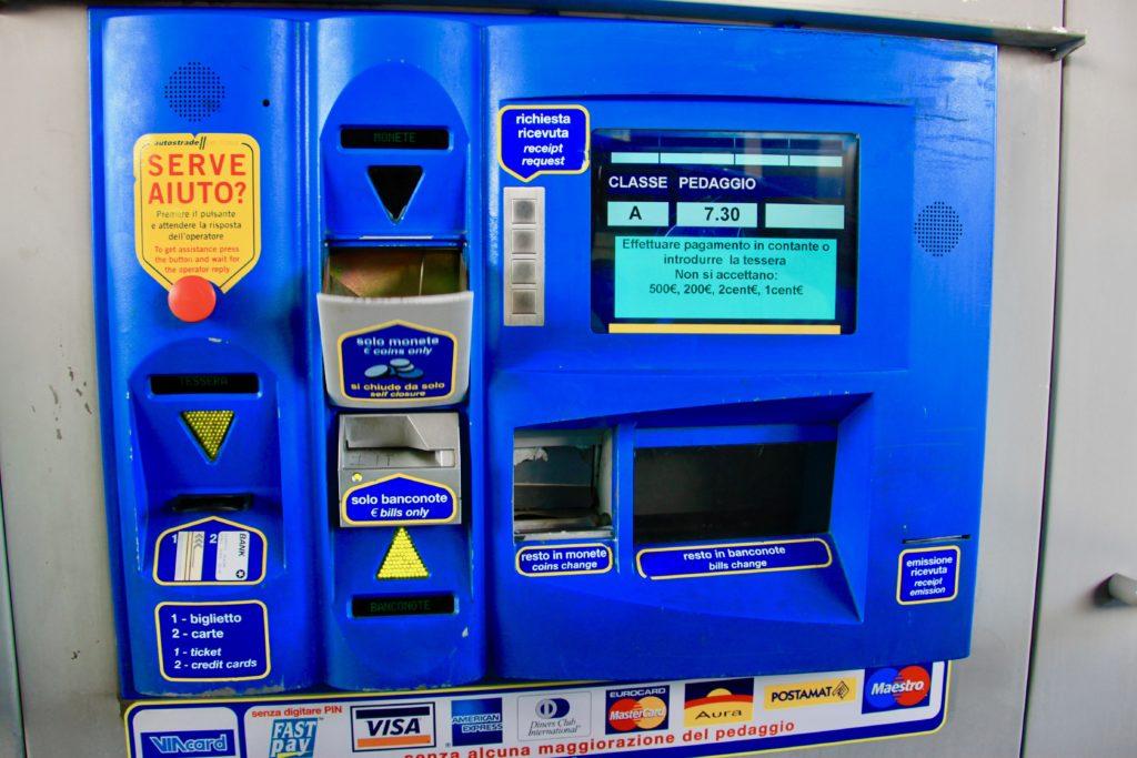 ベネチアからドロミテへの途中にあるガソリンスタンド