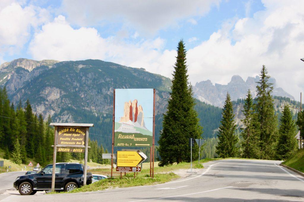 アウロツォヒュッテへ登る有料道路の入り口