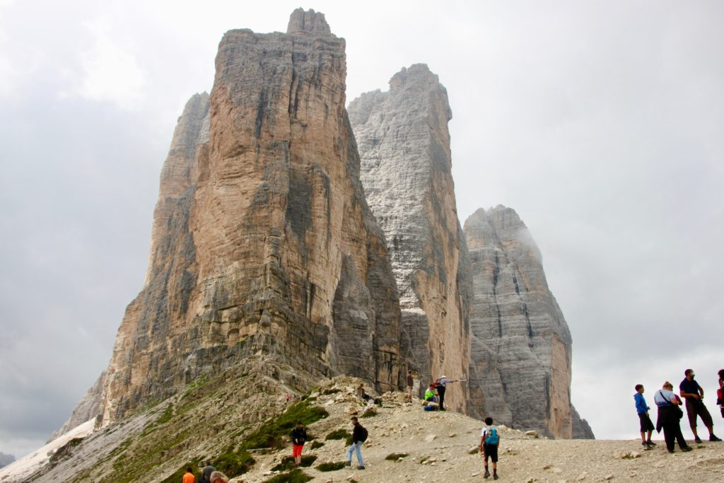 ラバレード峠から見上げるトレチメ3峰
