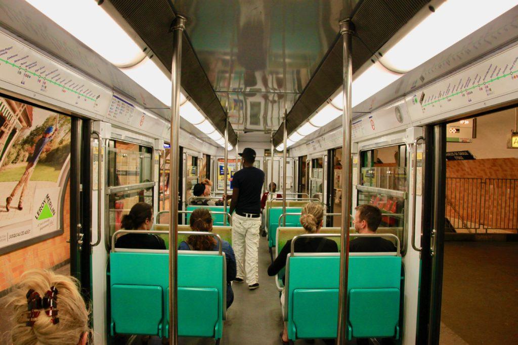 メトロ6号線の車内の様子