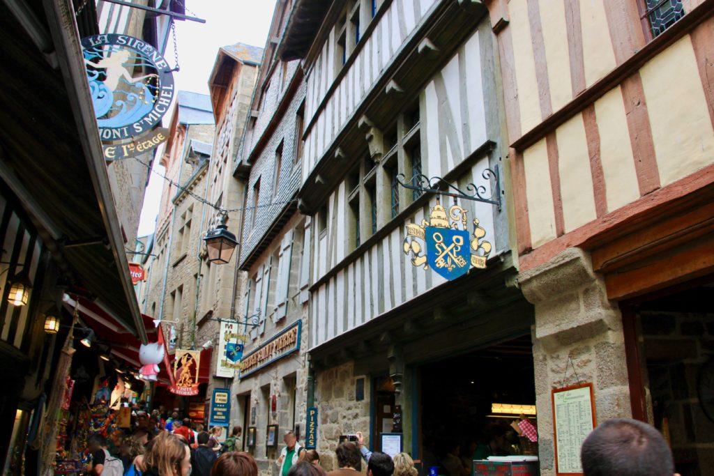 モンサンミッシェル島のメインストリート「グランドリュ」にあるオーベルジュ・サン・ピエール