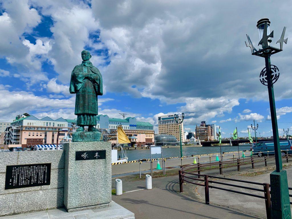 石川啄木の銅像と幣舞橋と釧路フィッシャーマンズワーフ