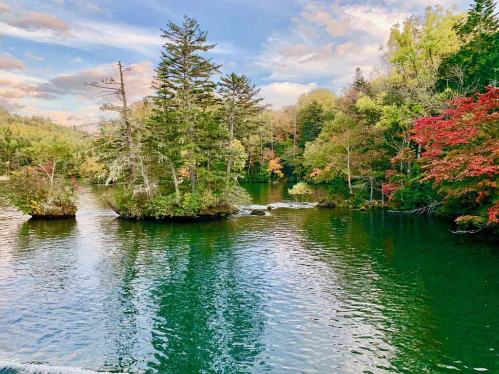 紅葉が進む阿寒湖