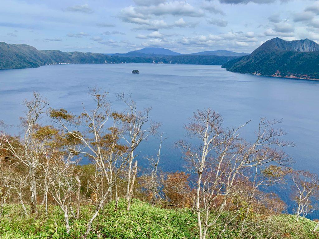 摩周湖とカムイシュ島