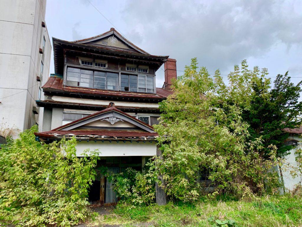 廃墟となった弟子屈の丸米旅館