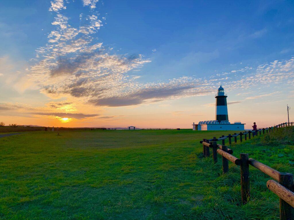 能取岬とオホーツク海に沈む夕日