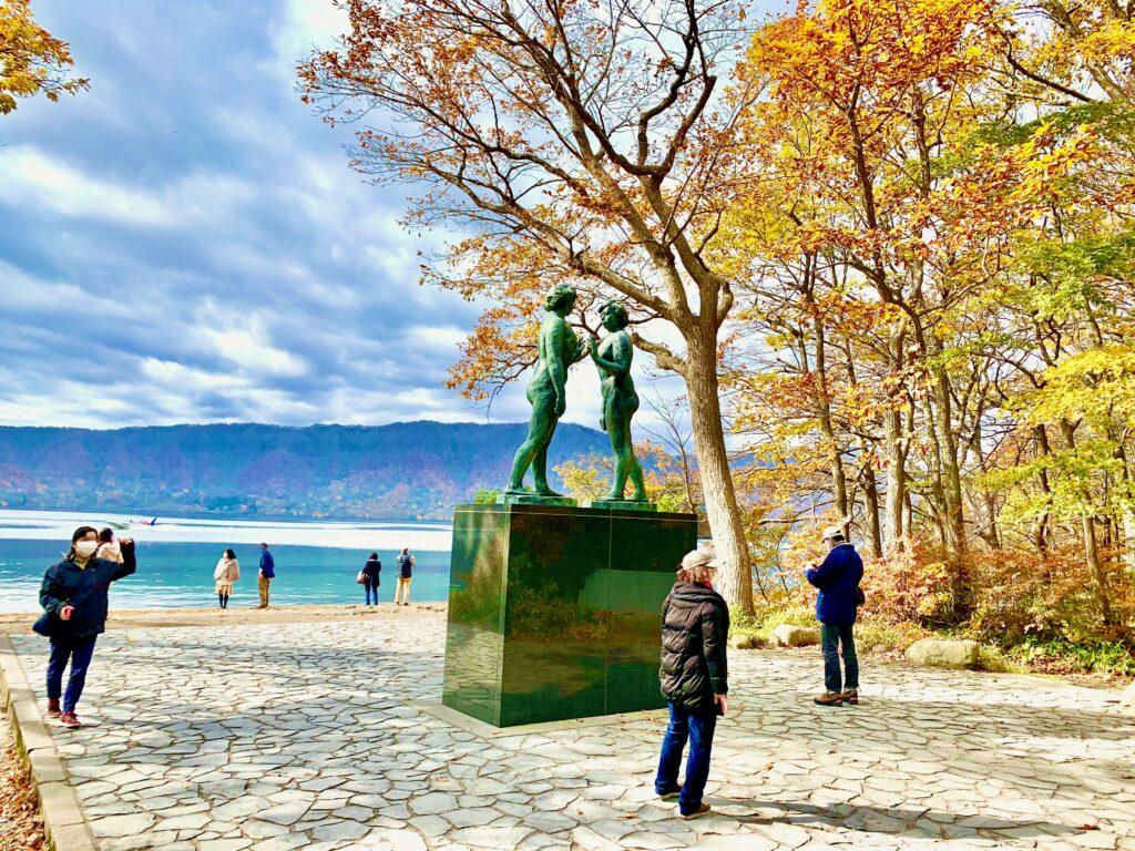 十和田湖畔の乙女の像