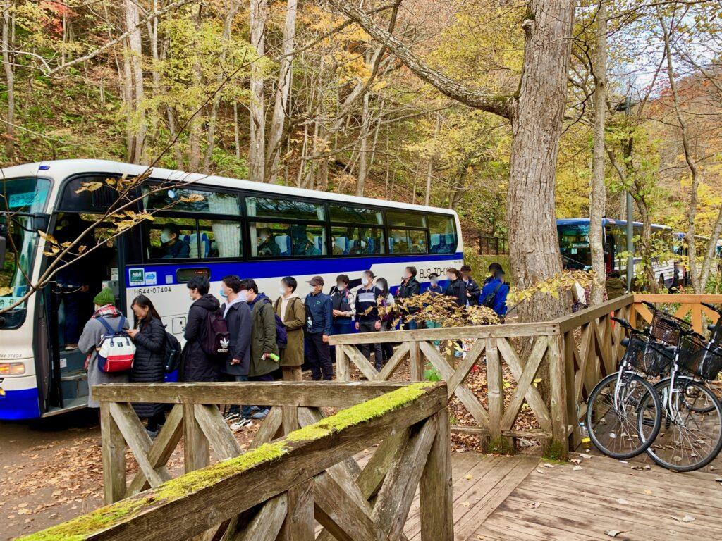 石ヶ戸休憩所前のバス停