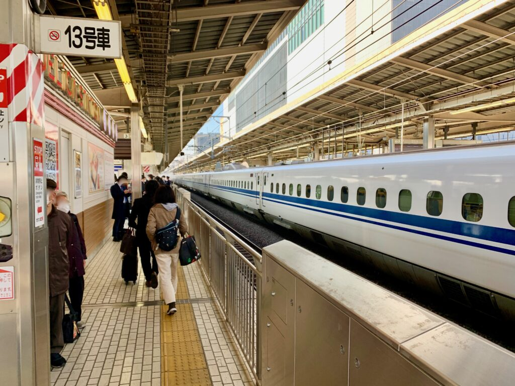 新横浜駅の新幹線ホーム