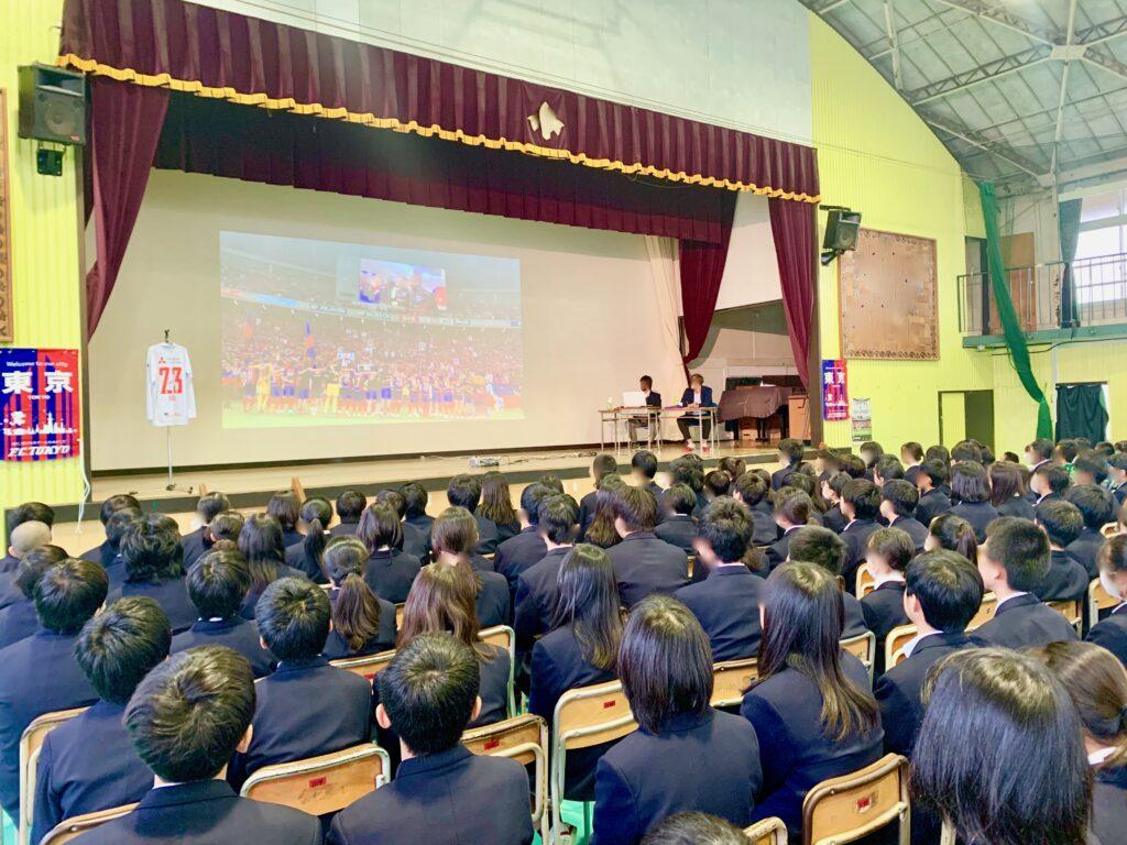 学校運営協議会が主催した現役Jリーガーの公演