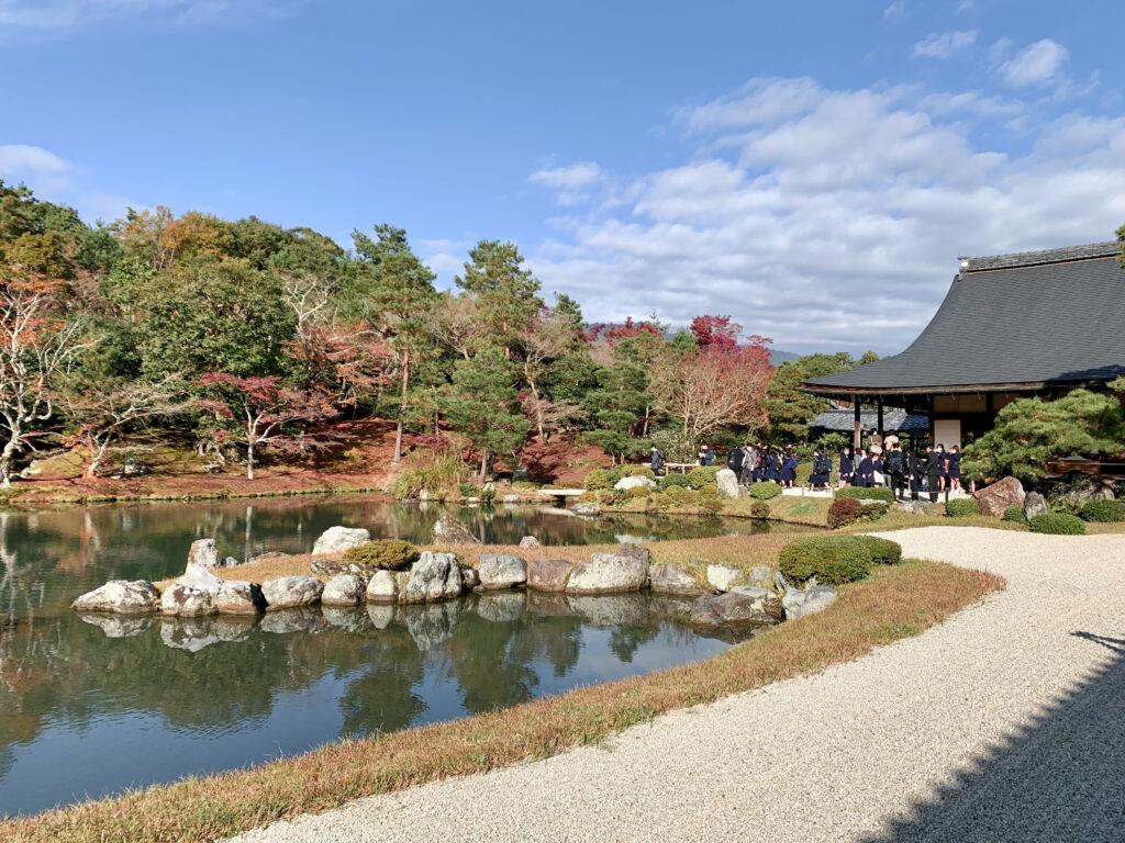 曹源池庭園と亀山