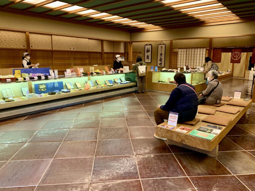 鶴屋吉信本店