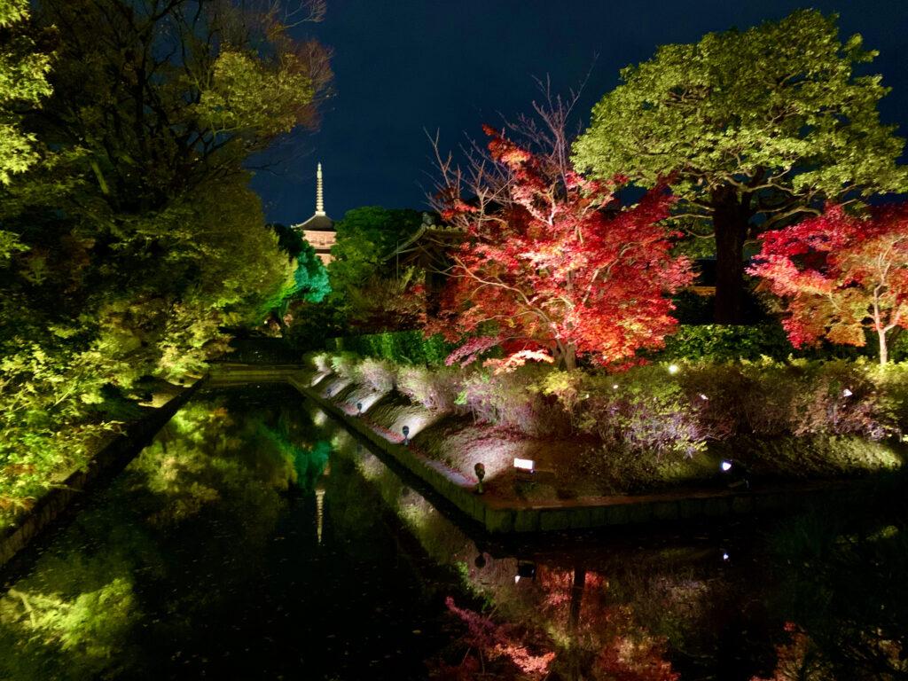 慶賀門を入って左手に見える宝蔵のお堀