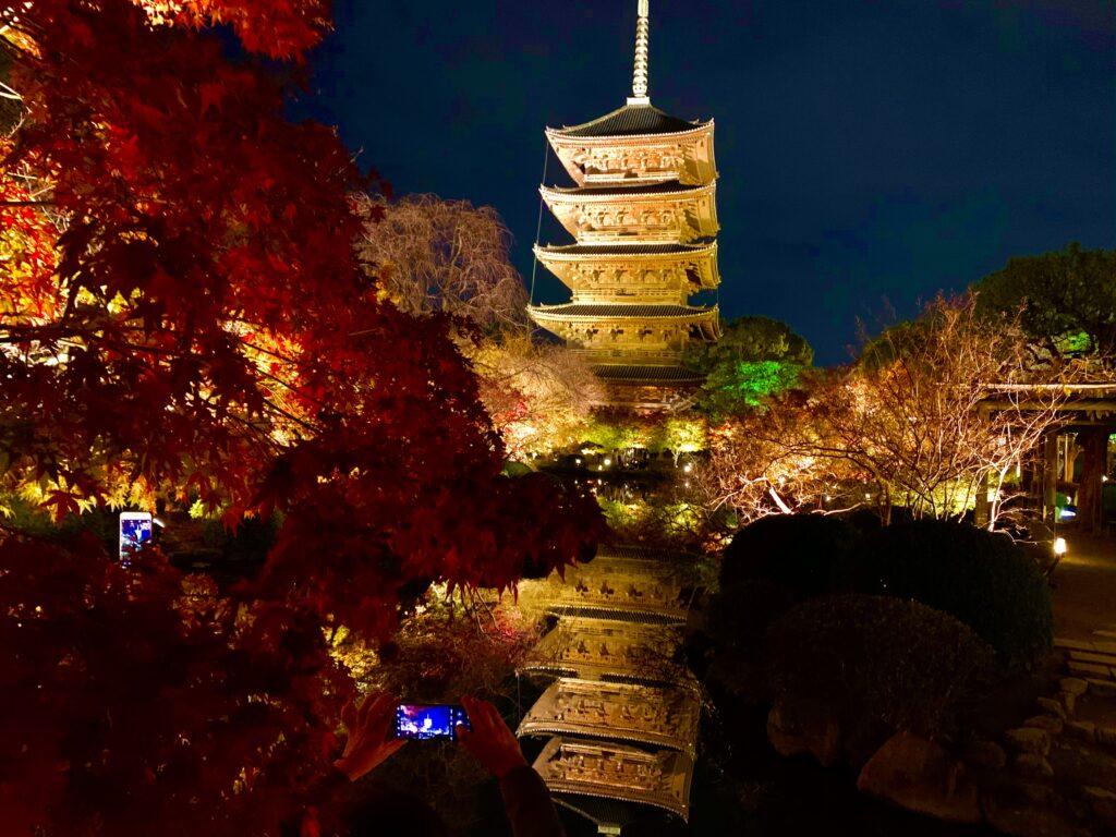 ベスト撮影スポットで撮った五重塔と瓢箪池に映る逆さ五重塔