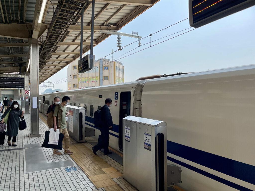 新横浜からのぞみに乗車します