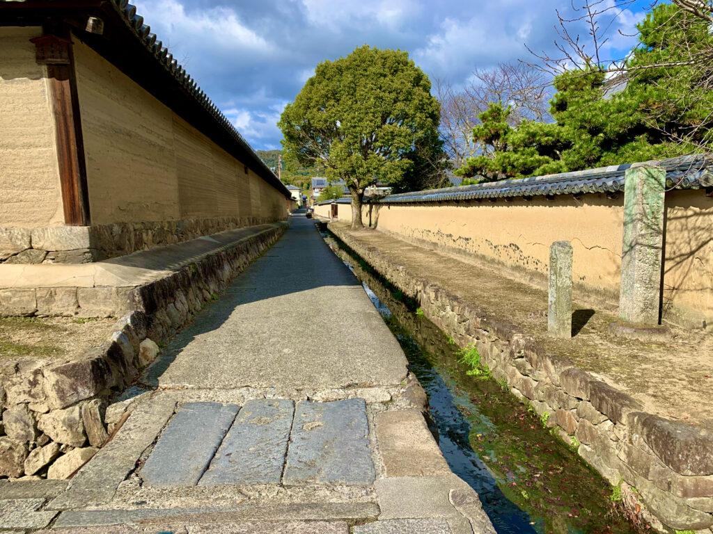 東大門から北に伸びる水路と小路