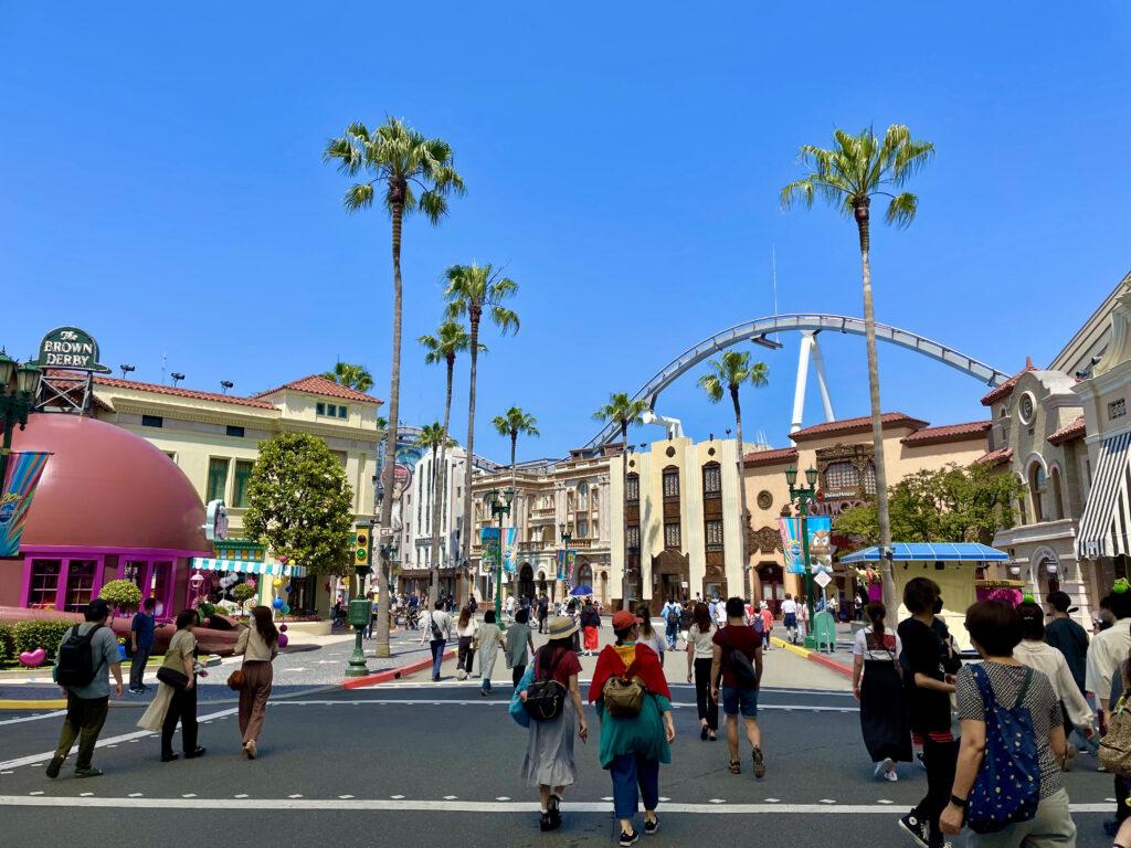 ハリウッドエリアからハリーポッターエリアへ向かって行くところ